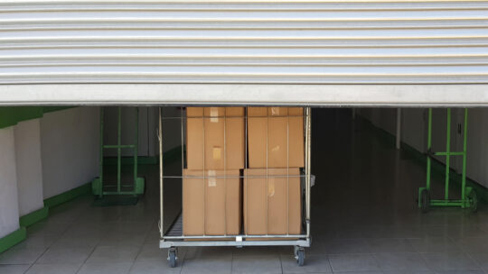 Est-il judicieux de stocker des objets précieux dans un garde-meuble?
